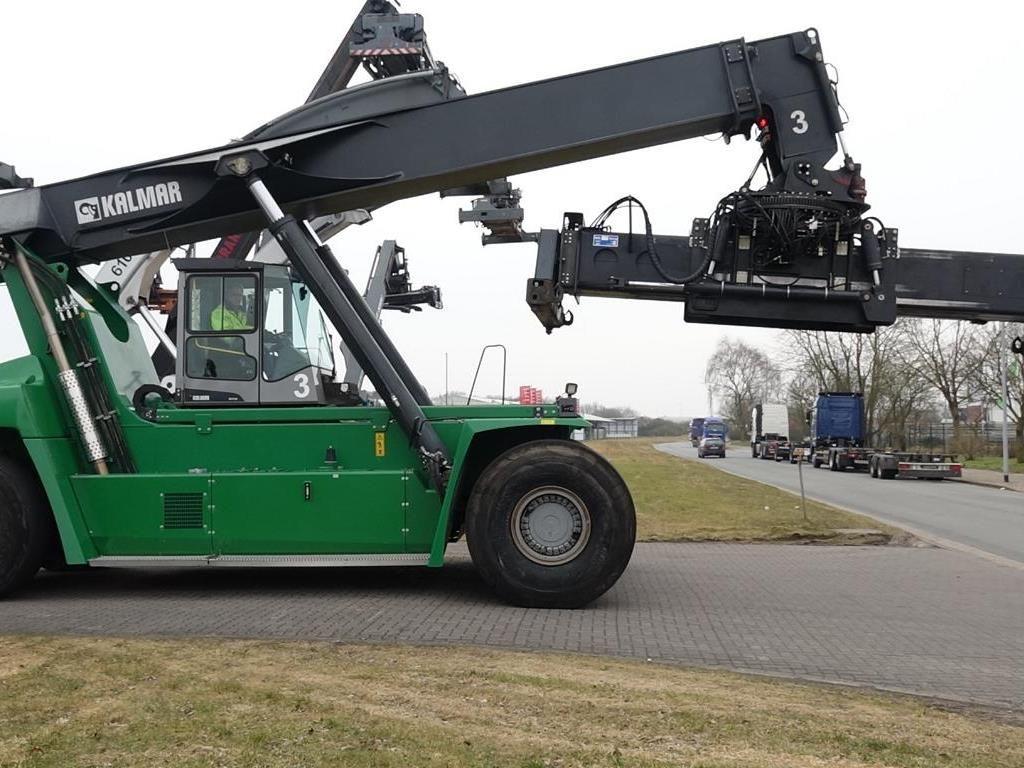 Kalmar-DRF450-60S5-Vollcontainer Reachstacker