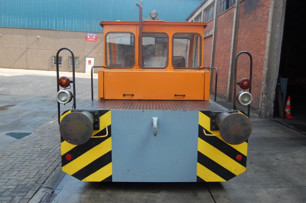 -DH 60 - 105-Terminaltraktor-www.Hinrichs-Forklifts.com