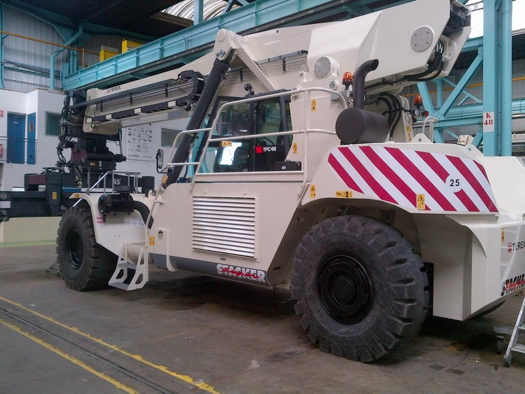 Terex TFC45R Vollcontainer Reachstacker www.hinrichs-forklifts.com