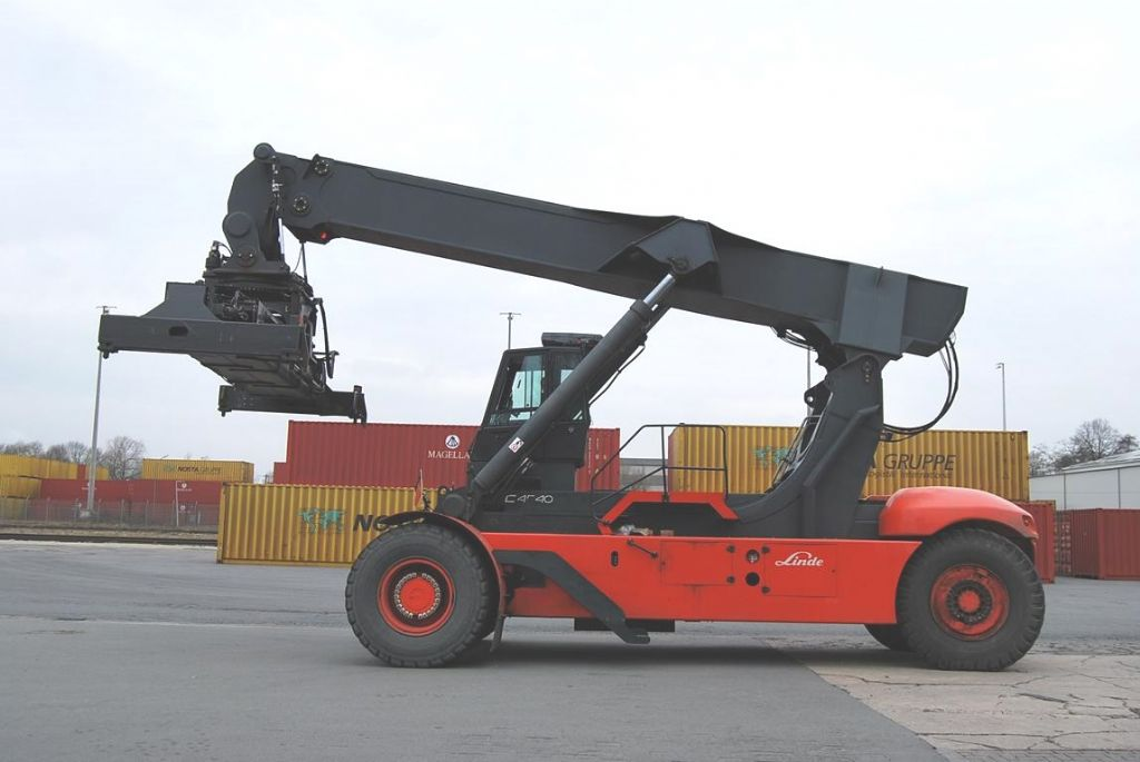 Linde-C4540-Vollcontainer Reachstacker
