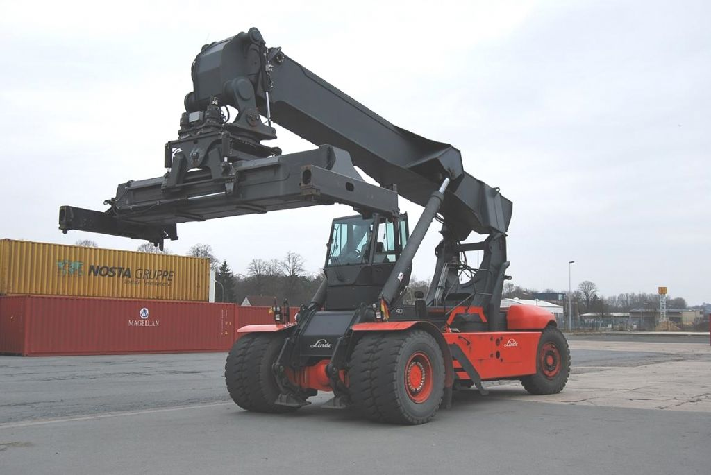 Linde-C4540-Vollcontainer Reachstacker www.hinrichs-forklifts.com