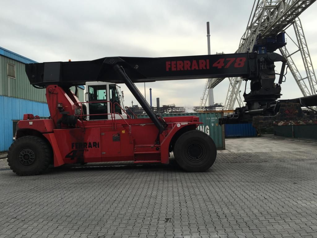 CVS Ferrari F478.5 Vollcontainer Reachstacker www.hinrichs-forklifts.com