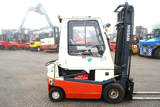 Nissan-002L20Cu-Elektro 4 Rad-Stapler-www.Hinrichs-Forklifts.com