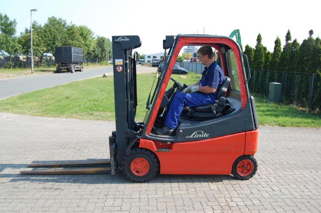 Linde E20/02 Elektro 4 Rad-Stapler www.hinrichs-forklifts.com