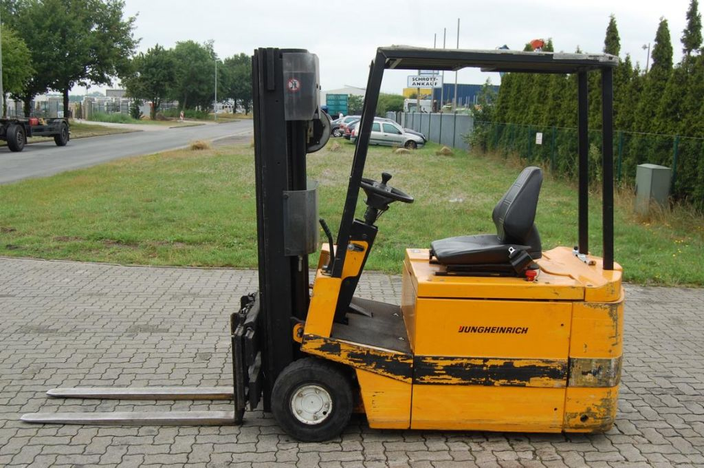Jungheinrich-E4745-Elektro 3 Rad-Stapler-www.Hinrichs-Forklifts.com