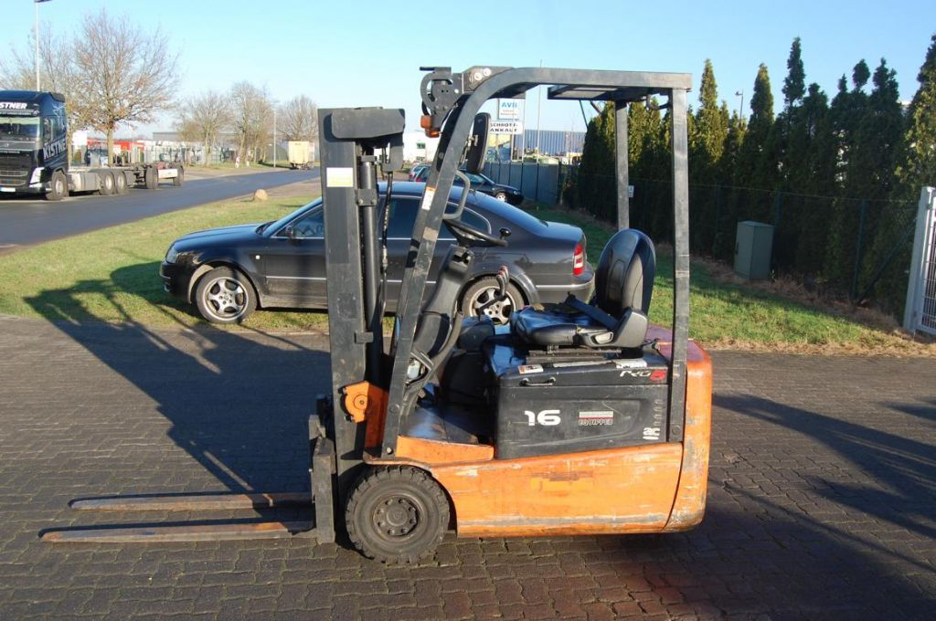 Doosan E16R-5 Elektro 3 Rad-Stapler www.hinrichs-forklifts.com