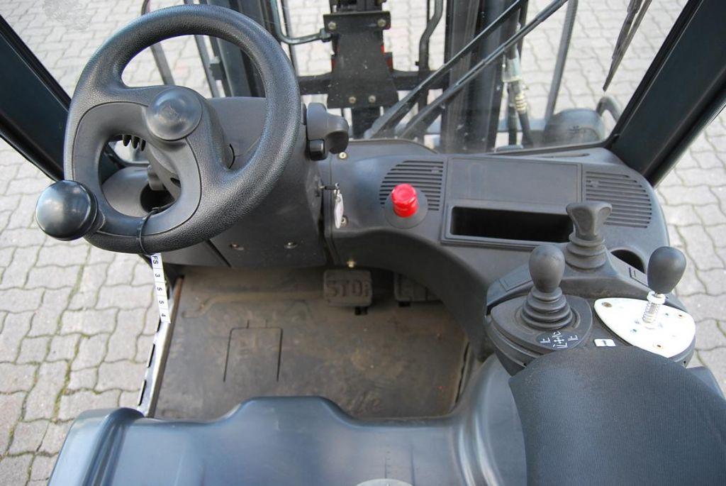 Linde-E14-01-Elektro 3 Rad-Stapler www.hinrichs-forklifts.com