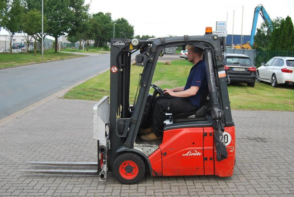 Linde E14 Elettrico 3 ruote www.hinrichs-forklifts.com