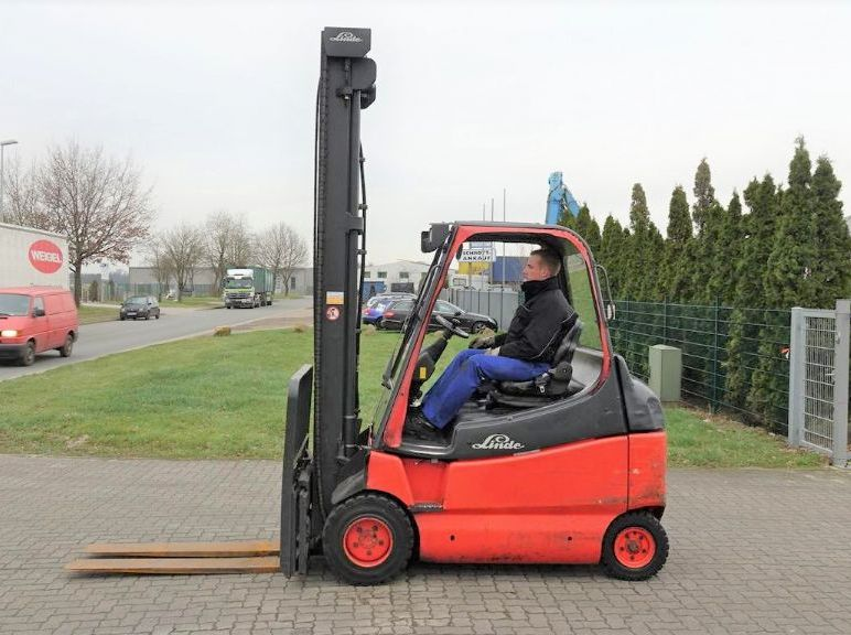 Linde-E30-600-02-Elektro 4 Rad-Stapler