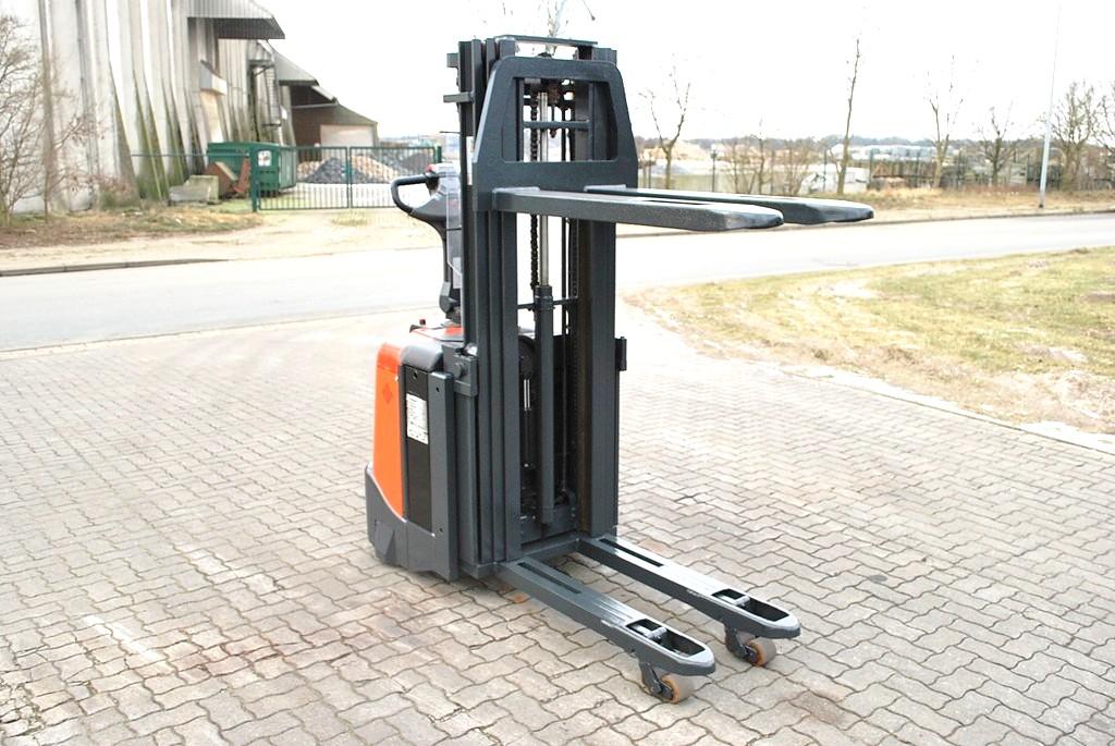 BT-SPE125L-Hochhubwagen-www.Hinrichs-Forklifts.com
