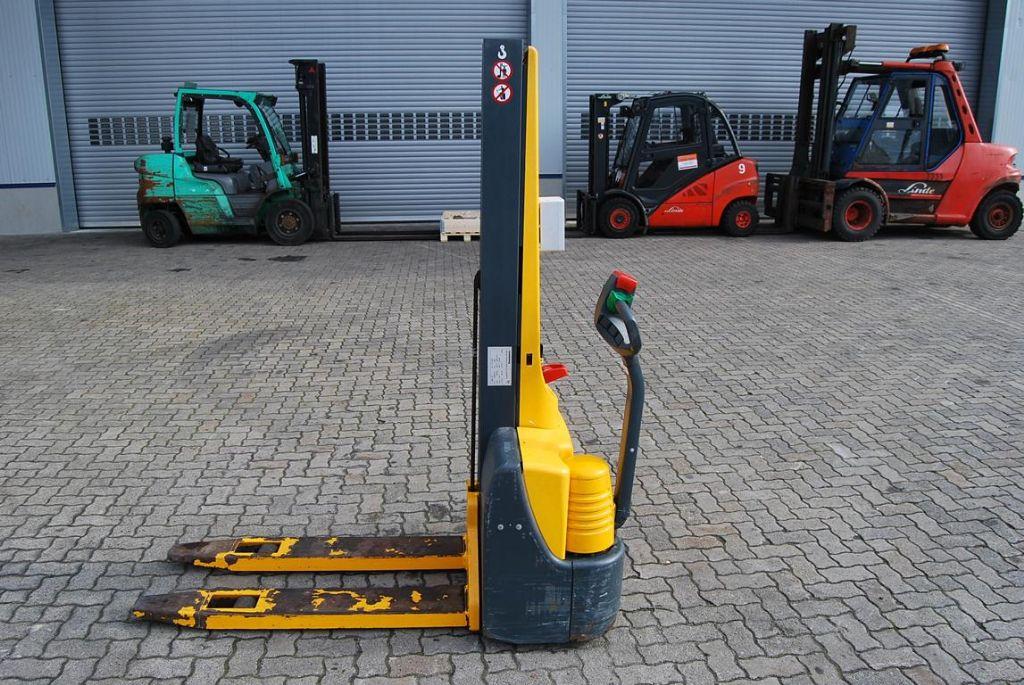 Lagertechnik-Jungheinrich-EMC 110