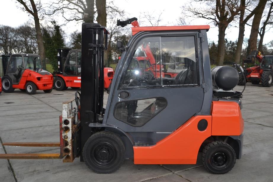 Toyota-02-8FGF25-Treibgasstapler-http://www.holthuis-gabelstapler.de