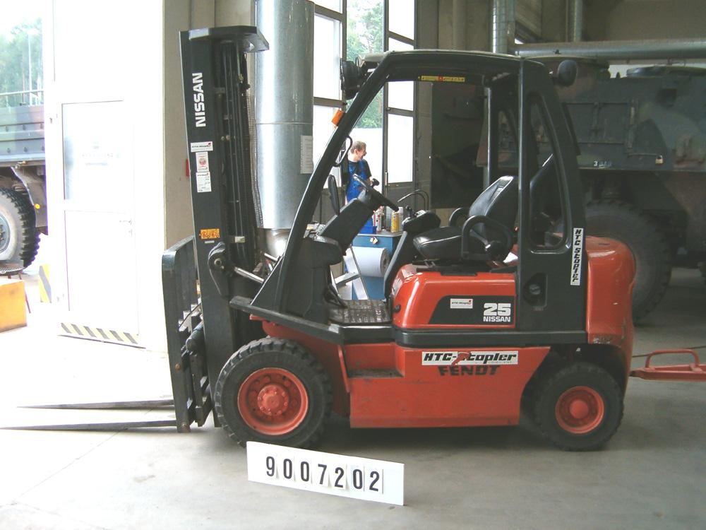 Nissan-FD02A25Q-Dieselstapler-http://www.htc-stapler.de