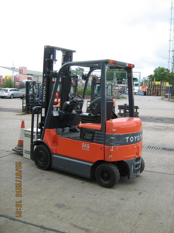 Toyota-7FBMF25-Elektro 4 Rad-Stapler http://www.kirchner-gabelstapler.de