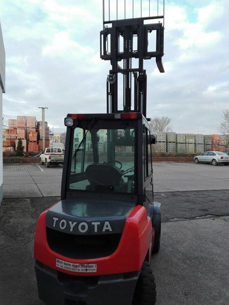Toyota-8FDF30-Dieselstapler http://www.kirchner-gabelstapler.de