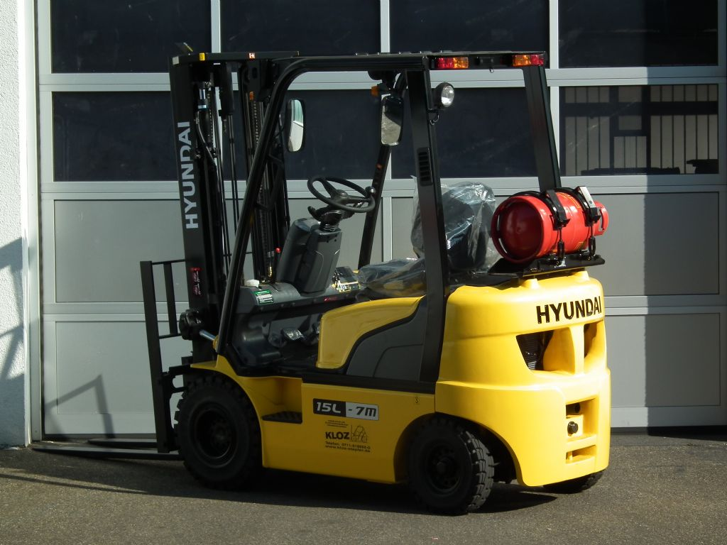 Hyundai-15L-7M-Treibgasstapler-www.kloz-stapler.de
