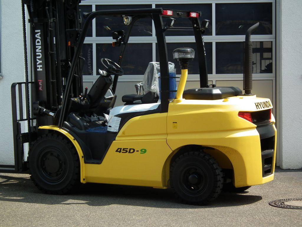 Hyundai-45D-9-Dieselstapler-www.kloz-stapler.de