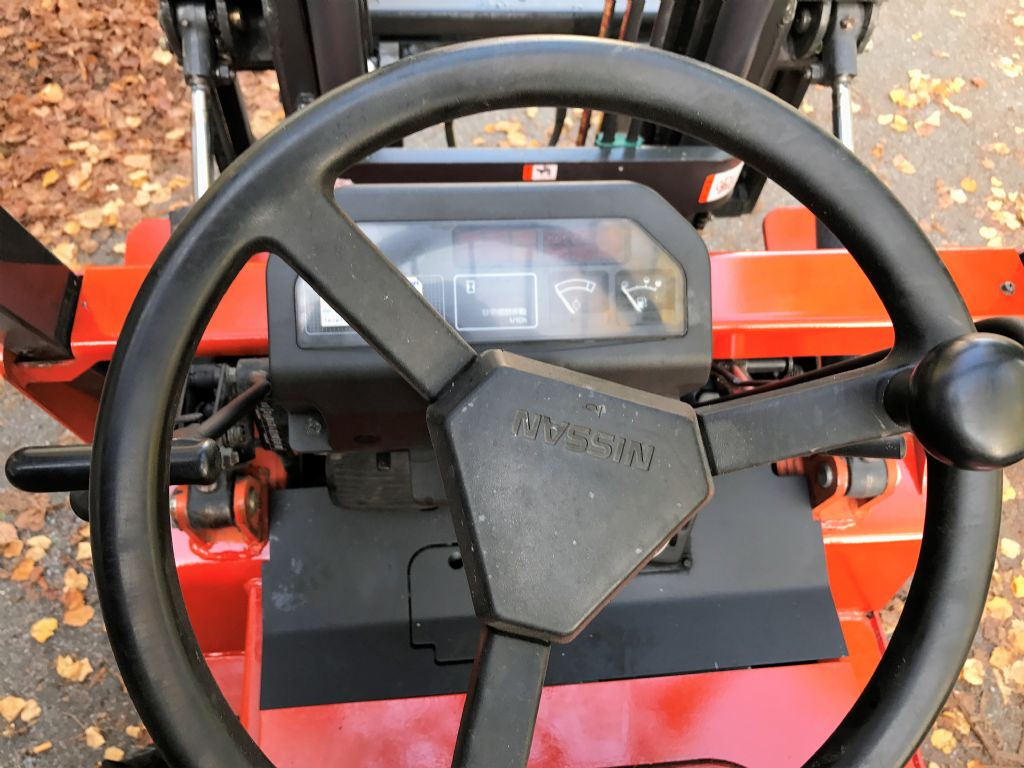 Nissan-J01A15-Treibgasstapler-www.koop-gabelstapler.de