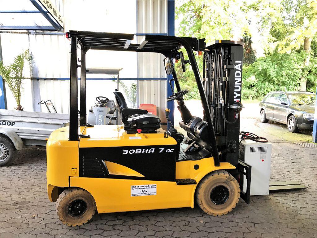 Hyundai-30BHA-7-Elektro 4 Rad-Stapler-www.koop-gabelstapler.de