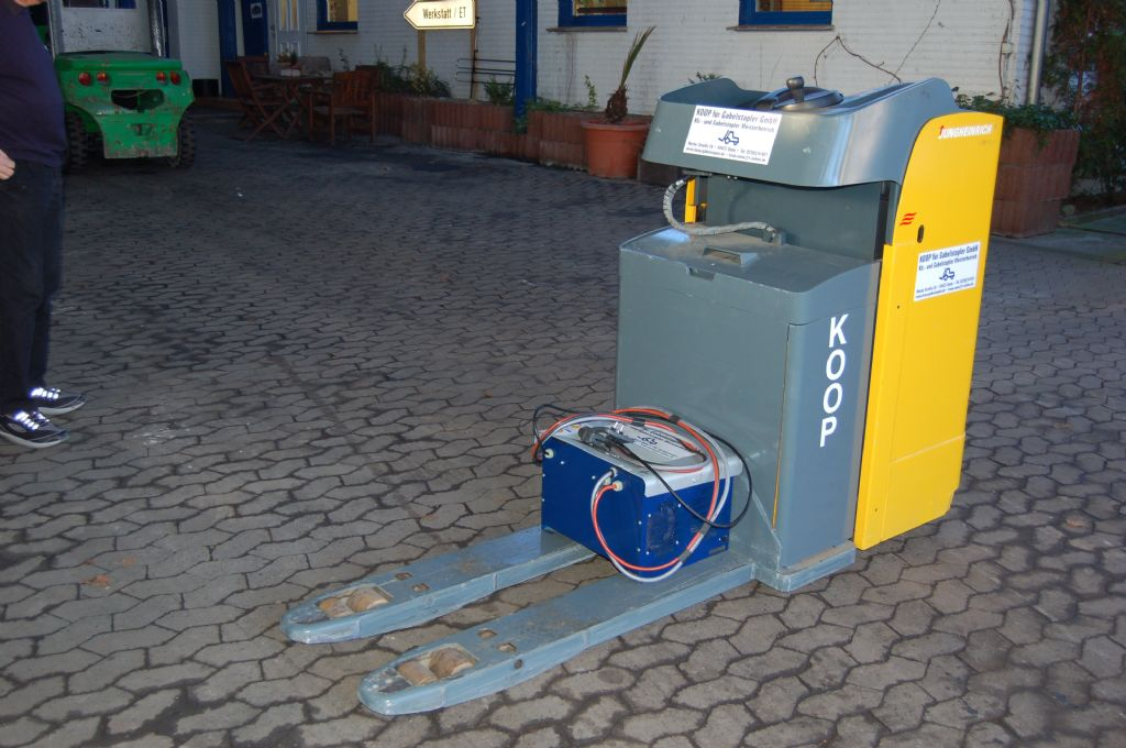 Jungheinrich-ESE 120-Niederhubkommissionierer-www.koop-gabelstapler.de