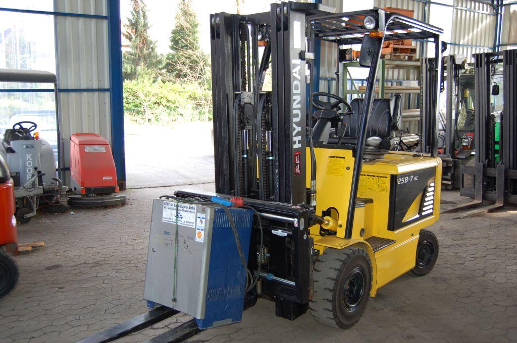 Hyundai-25B-7 // 12 Monate UVV abgenommen-Elektro 4 Rad-Stapler-http://www.koop-gabelstapler.de