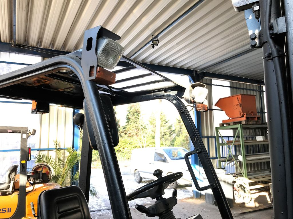 Hyundai-30D-7E // 12 Monate UVV abgenommen-Dieselstapler-http://www.koop-gabelstapler.de