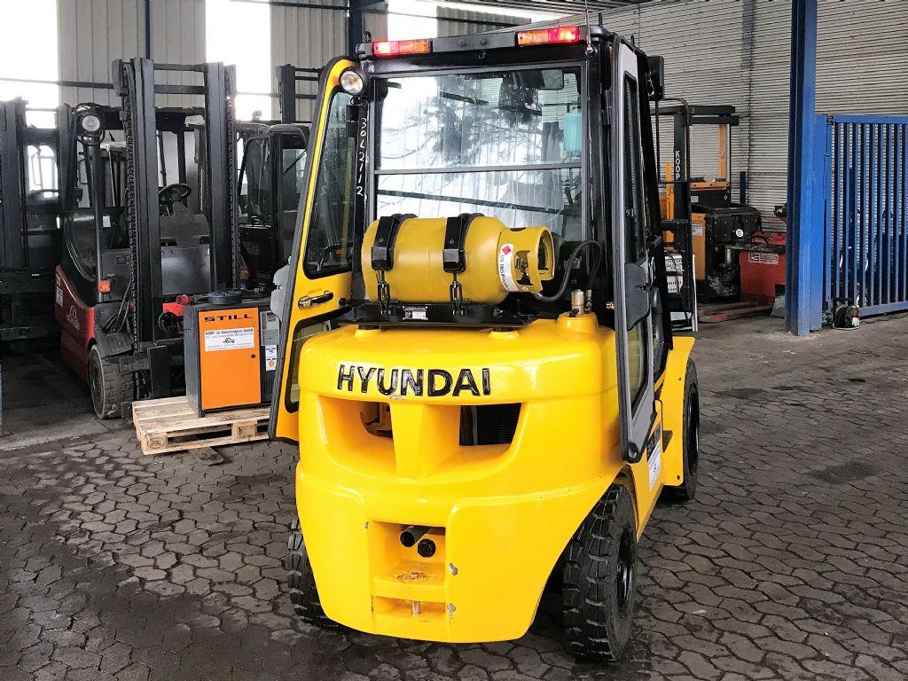 Hyundai-30L-7A-Treibgasstapler-http://www.koop-gabelstapler.de