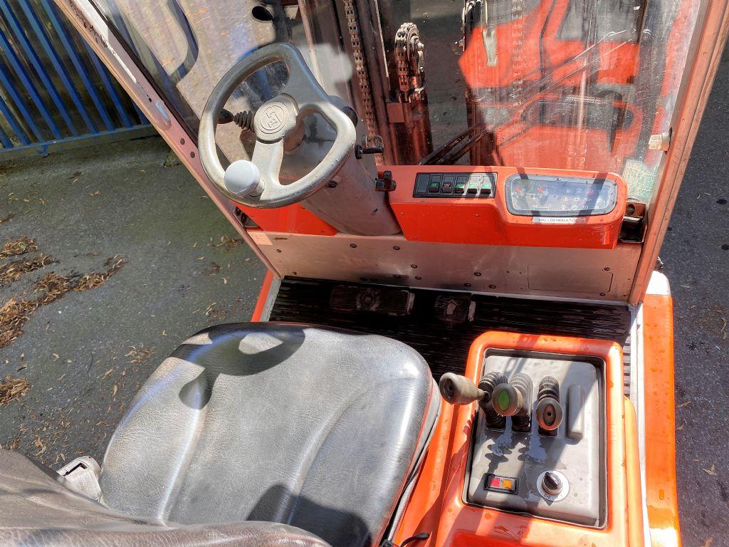 BT-C4G300E-Treibgasstapler-www.koop-gabelstapler.de