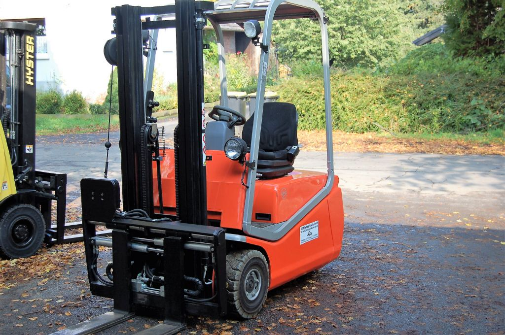 BT-C3E160 // Zinkenverlängerung hydraulisch -Elektro 3 Rad-Stapler-www.koop-gabelstapler.de