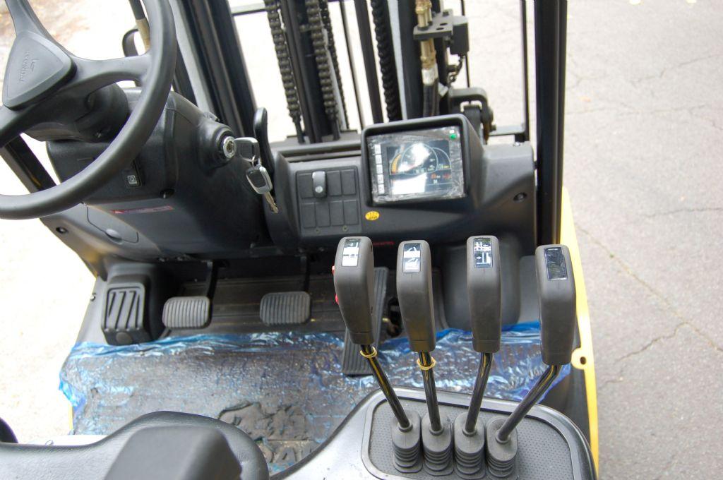 Hyundai-30D-9E // Neugerät mit 3 Jahren Garantie-Dieselstapler-www.koop-gabelstapler.de