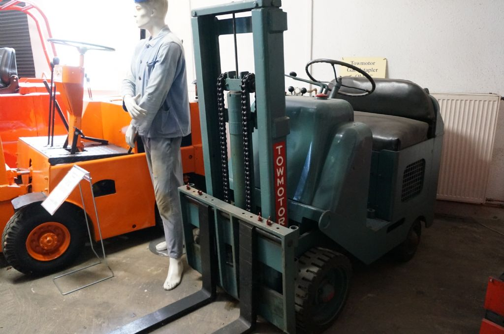 *Sonstige-Towmotor-Dieselstapler-http://www.kriegel-gmbh.de