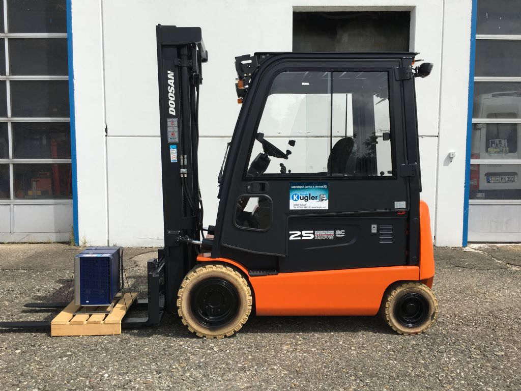 Doosan-B25X-5-Elektro 4 Rad-Stapler-http://www.kugler.net