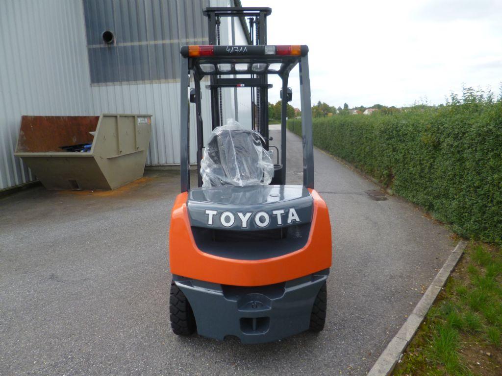 Toyota-02-8FDF25-Dieselstapler-www.loeffler-gabelstapler.de