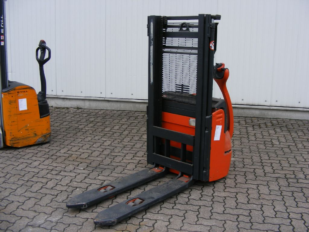 Linde-L 12-High Lift stacker-www.mengel-gabelstapler.com