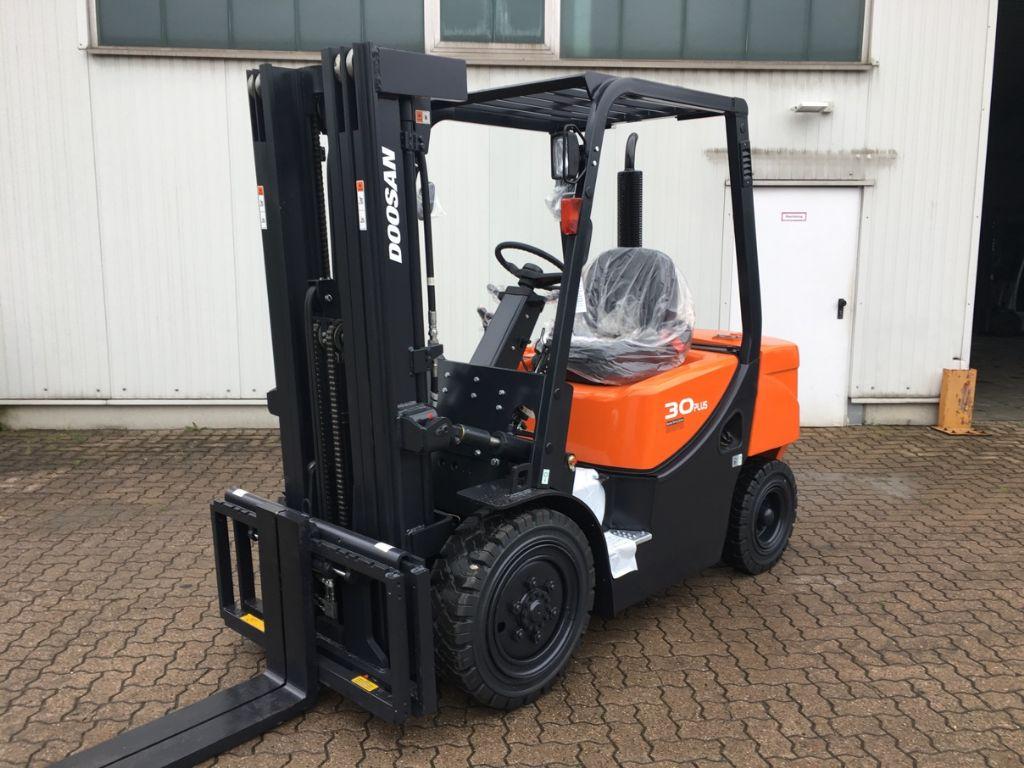 Doosan-D 30 GX Plus Neugerät-Diesel Forklift-www.mengel-gabelstapler.com