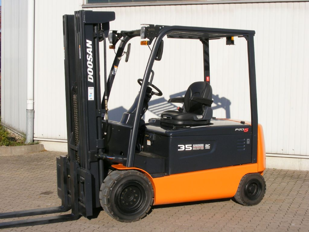 Doosan-B 35 X-5 ac-Elektro 4 Rad-Stapler-http://www.mengel-gabelstapler.com