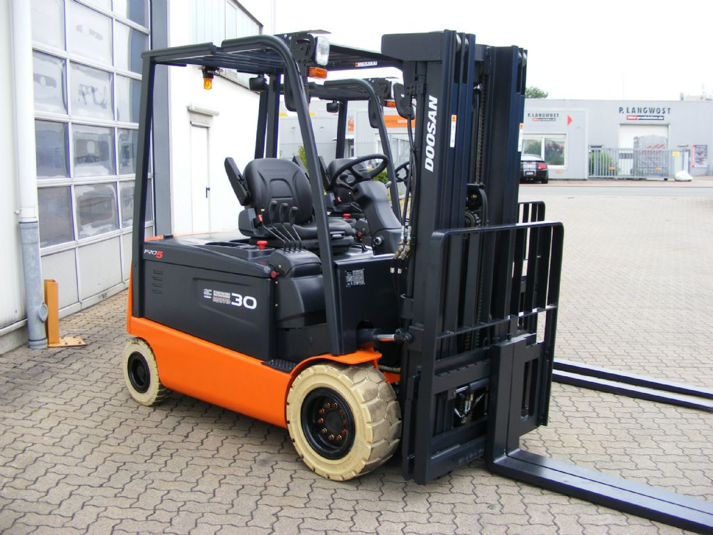 Doosan-B 30 X-5 ac-Elektro 4 Rad-Stapler-http://www.mengel-gabelstapler.com