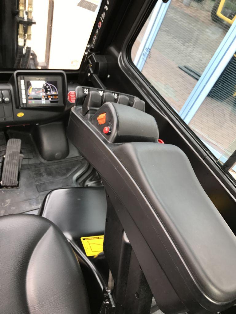 Hyundai-30D-9-Dieselstapler-www.nikolic-gabelstapler.de
