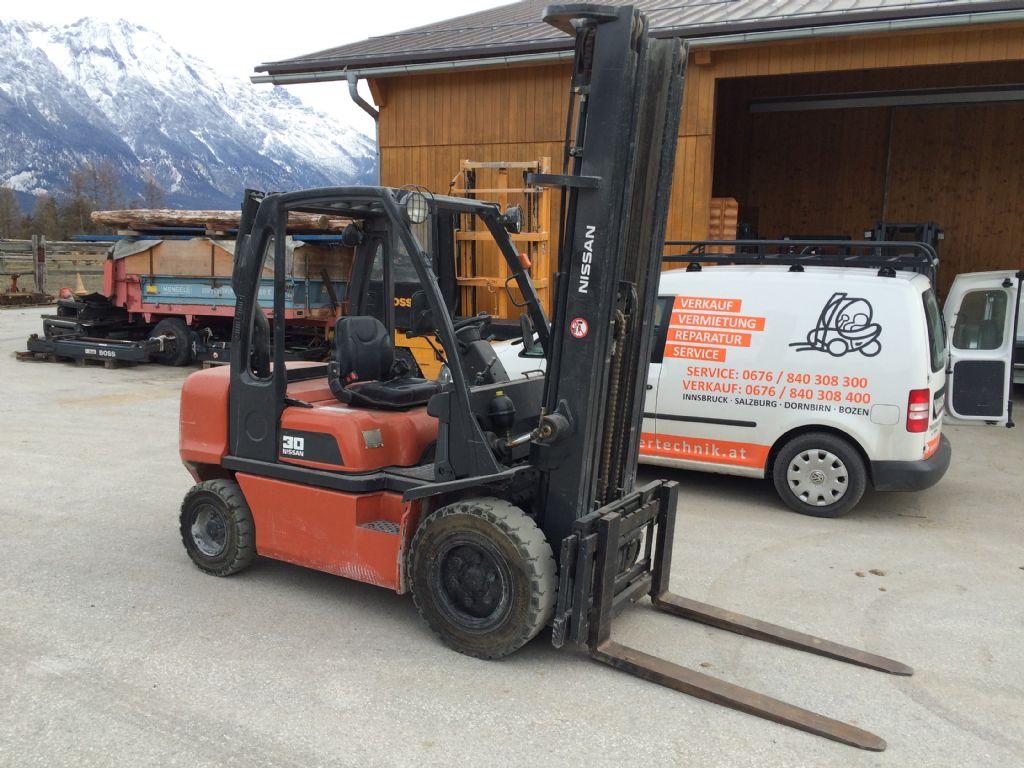 Nissan-FGD02A30Q-Dieselstapler-http://www.staplertechnik.at