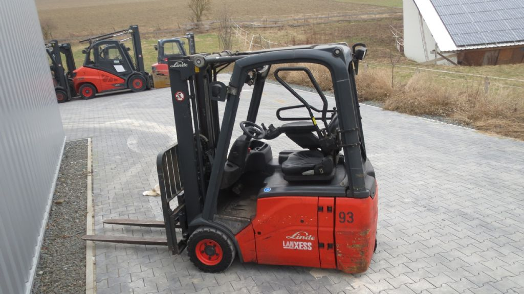Linde-E15-Elektro 3 Rad-Stapler-www.rf-stapler.de