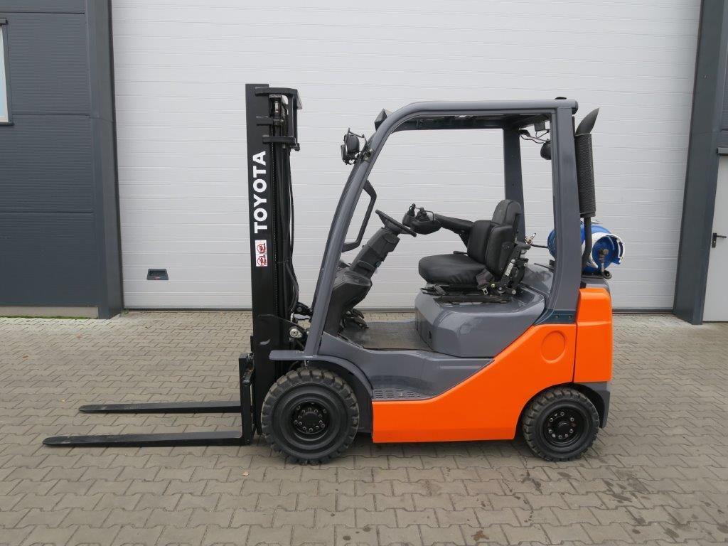 Toyota-02-8FGF18-Treibgasstapler-http://www.sago-online.com
