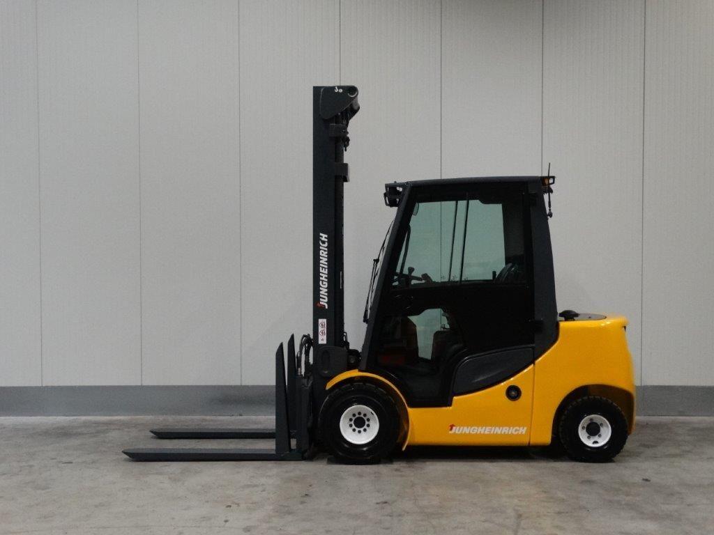 Jungheinrich-DFG430S-Dieselstapler-http://www.sago-online.com