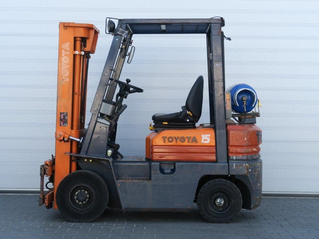 Toyota-02-5FGF18 - TRIPLEX-Treibgasstapler-http://www.sago-online.com