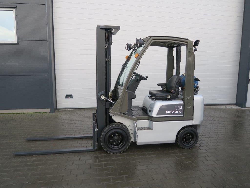 Nissan-PD01A18PQ - TRIPLEX-Treibgasstapler-http://www.sago-online.com