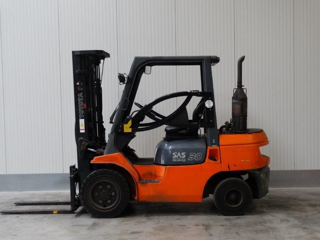 Toyota-02-7FDF30 - TRIPLEX-Dieselstapler-http://www.sago-online.com
