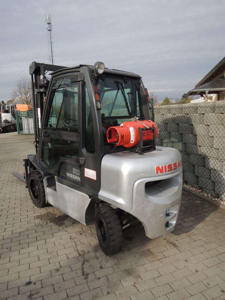 Nissan-UG1D2A30LQ-Treibgasstapler-http://www.schuetze-gabelstapler.de