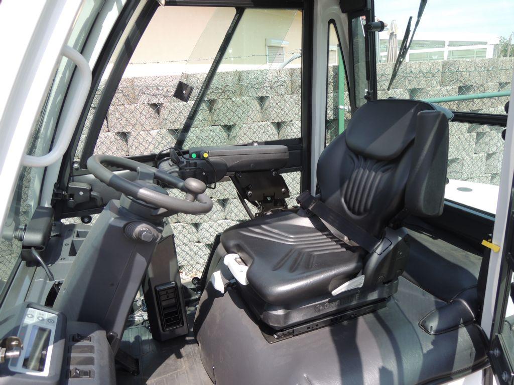 UniCarriers-YG1D2A30Q-Dieselstapler-http://www.schuetze-gabelstapler.de