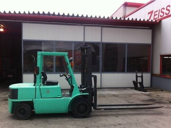 Mitsubishi-FD35A-Dieselstapler http://www.zeiss-forkliftcenter.at