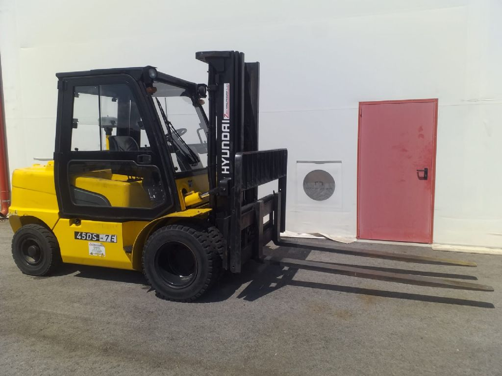 Hyundai-45DS-7E-Dieselstapler http://www.zeiss-forkliftcenter.at