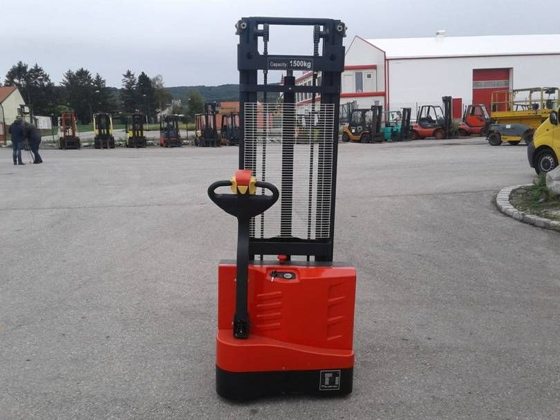 Maximal-ESC15M33-T-Hochhubwagen http://www.zeiss-forkliftcenter.at